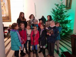 Schola parafialna podczas mszy dla dzieci